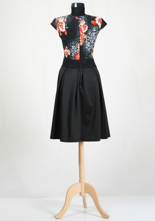 Dress with a short sleeve bust of flowers and a black skirt RUMENA
