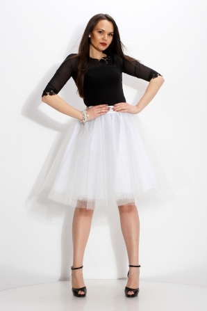 White wide tulle skirt