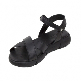 Women's sandals made of genuine leather in black with high sole 21337