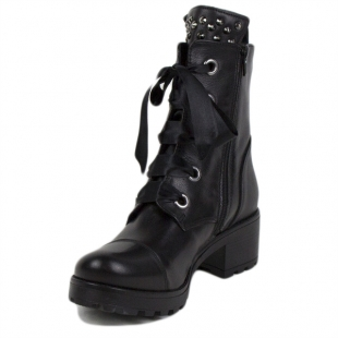 Women's black leather boots with studs on the tong 20410
