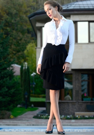 Elegant Skirt Made of Wool with Frills Z12/13