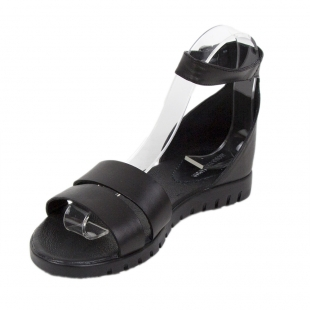 Women's black leather sandals with strap fasterning 19245