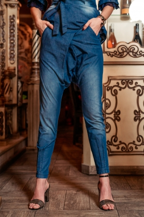 Denim trousers 7/8 length with asymmetrical front Avangard