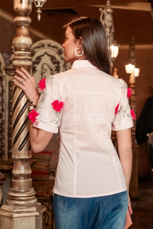 Elegant shirt ecru color decorated with flowers Avangard