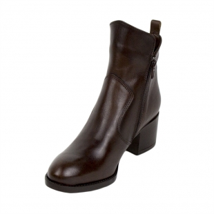 Women's brown boots with a sharp top of genuine leather 34252