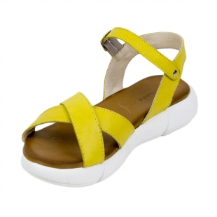 Women's sandals made of genuine leather in yellow with high sole 21336