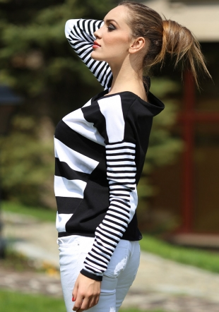 Long sleeve striped ladies top in black and white