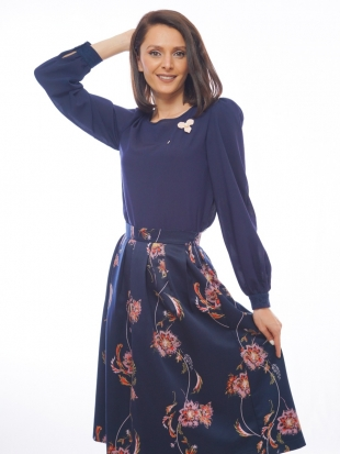 Women's dark blue blouse with lace and brooch 82012-400-470