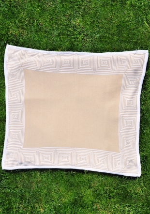 Beige jacquard diaper with quilt border