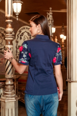 Elegant blue shirt decorated with flowers Avangard