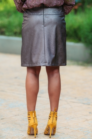 Skirt in extravagant gray-brown Avangard