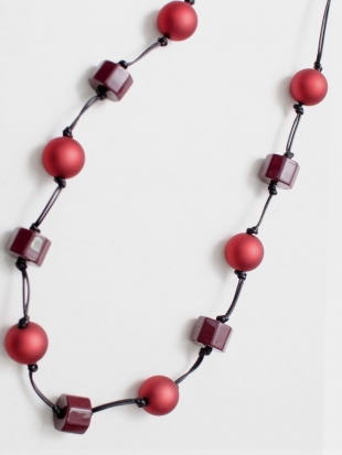 Elegant handmade necklace in red M81167-1