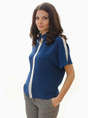Women's dark blue blouse with white edging and brooch 81923-400-100