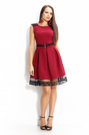 Formal dress in burgundy color with lace curb
