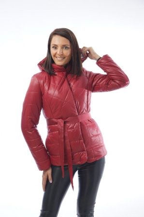 Short jacket with a burgundy hood 12006 / P4