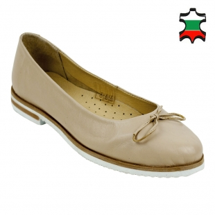 Women's beige leather mocassins with ribbon