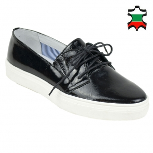 Women's black patent leather mocassins with ties