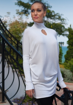 White woven turtle neck with drop opennig neck Z13