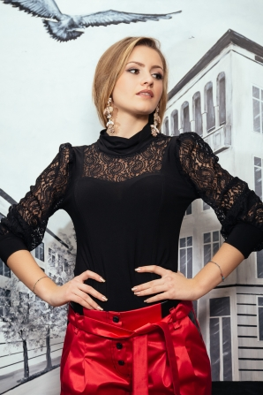 Black women's top with lace and turtle collar Avangard