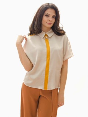 Women's ecru blouse with edging and brooch 81923-803-301