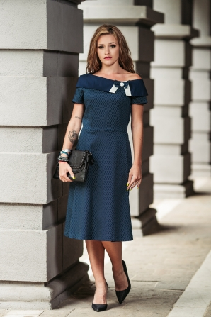 Formal women's dress with wide collar Avangard