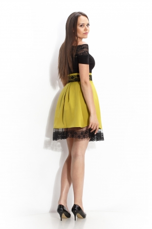 Flared skirt with lace color mustard