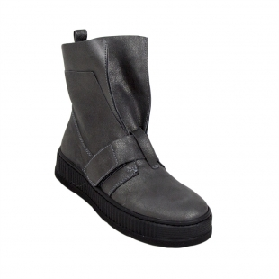 Gray leather boots with unusual design 34251