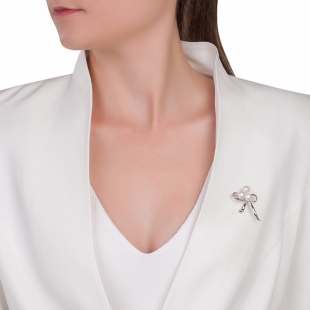 Silver band brooch with white freshwater pearls Swan