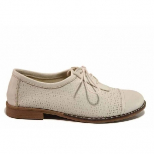Women's anatomical leather shoes with a flat sole in soft cream colour 21025