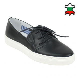 Women's black leather mocassins with ties