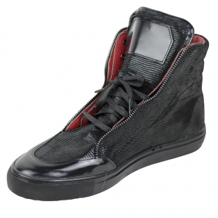 Men's black sports boots with red lining