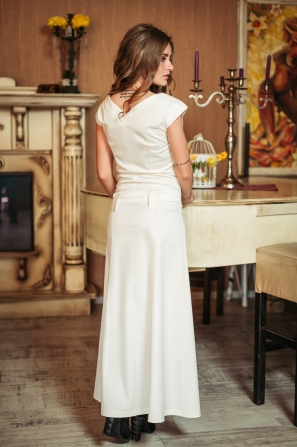 Long dress in white with a ribbon at the neckline Avangard