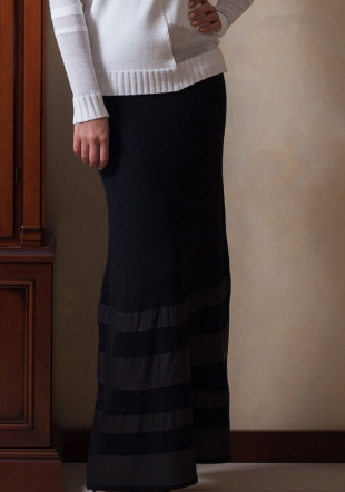Black woven skirt with leather stripes Z13