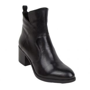 Women's black boots with a sharp top of genuine leather 34252